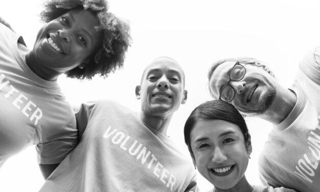 Bruger du al din tid på frivilligt arbejde? Find kærligheden til trods på online datingsider