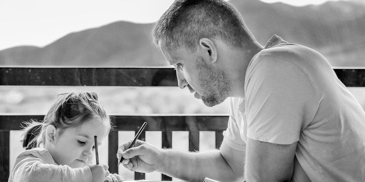 Sådan kan du forberede din partner på børnepasning